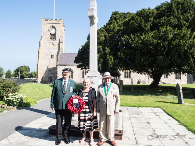 VJ Day 150820 Mayor Consort and Carl Bishop 2